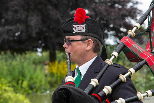 Mike Simmons Bagpiper