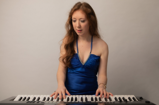Amy Jones - Pianist